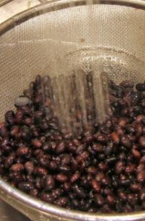 rinsing black beans